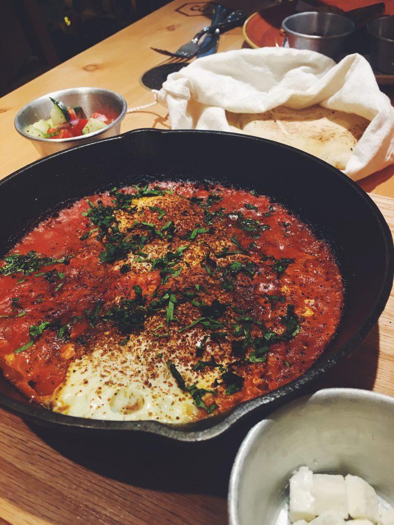 huevos-pochados-desayuno-israeli-shakshuka-merkava-condesa-ovadia
