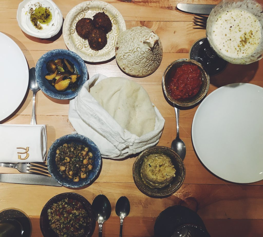 merkava-comida-tradicional-israeli-hummus-salatim-condesa-gabilu-mireles-gorda-gourmet-foodie-blogger