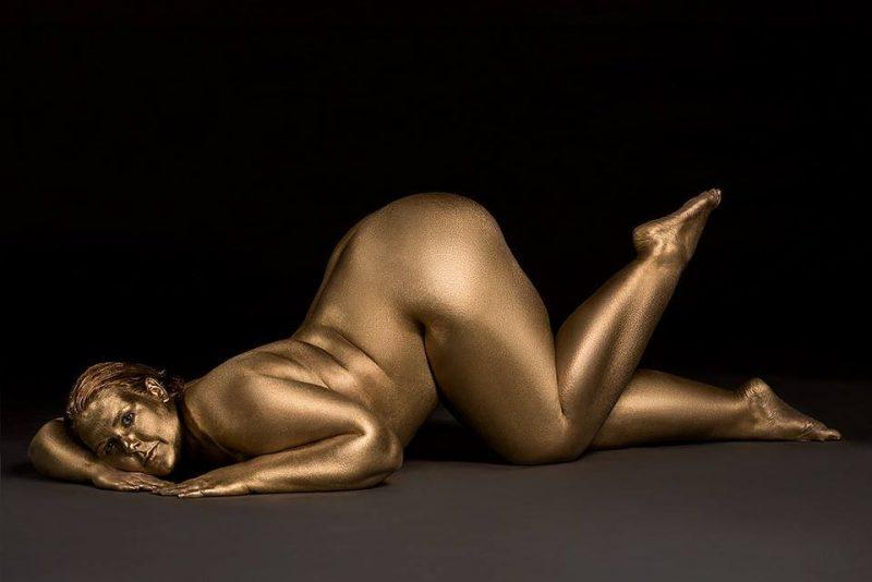 Metallic-Curves-by-Photographer-Silvana-Denker-3-800x534