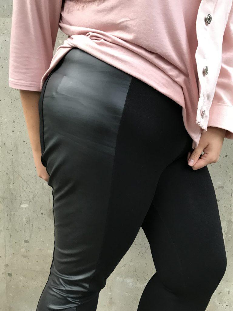 gabilu-mireles-fat-gab-blogger-curvy-plus-size-body-positive-bloguera-mexicana-moda-estilo-tendencia-mezclilla-denim-look-extra-grande-talllas-curvas-falda-lapiz-mexico-diseño-mirel-curvy-falda-moda-look-sport-deportivo-piel-leggings-encaje-rosa-look-outfit-tips-consejos
